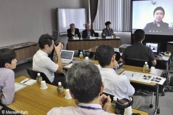プノンペン在住の高橋智史氏とskype中継を使って開催された記者発表