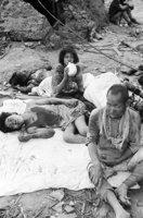 山端庸介「水を飲む少女」1945年8月10日 山端祥吾蔵 日本写真保存センター寄託