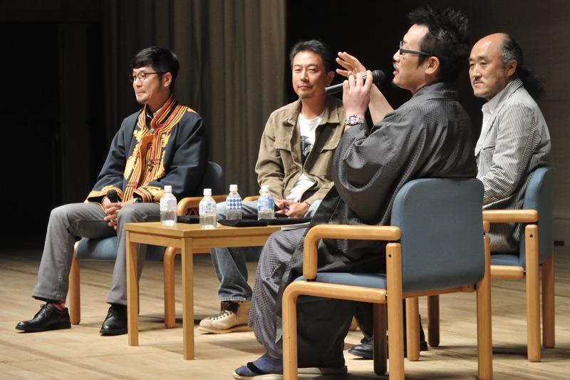 左から清水哲朗氏、前川貴行氏、高砂淳二氏、司会のアサヒカメラ編集長佐々木広人氏