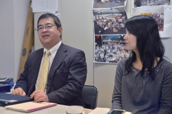 リコーイメージング株式会社の川内拓氏(左)、 株式会社リコーの坂本佳子氏