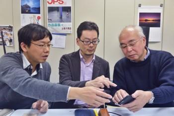 株式会社リコーの 高田将人氏(左)、竹内茂樹氏(中央)と筆者