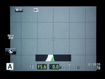 フォーカスブラケットが設定(Onに)されると、モニター左上にブラケット機能を示す「BKT」のアイコンが表示される