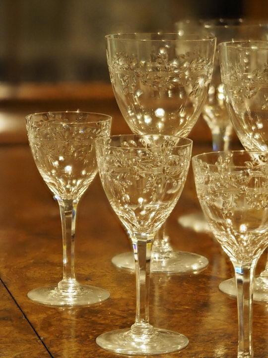 8枚の写真の「深度合成」により、前列手前のグラスから後列のグラスまで、幅広い範囲をシャープに描写することができた。撮影:柳川勤
